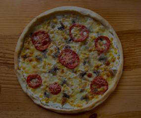 Tamamen Doğal Ev Yapımı Akdeniz Pizza